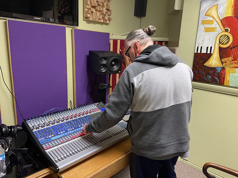Chapel Worship Band Holds Audio Engineering Special Lecture